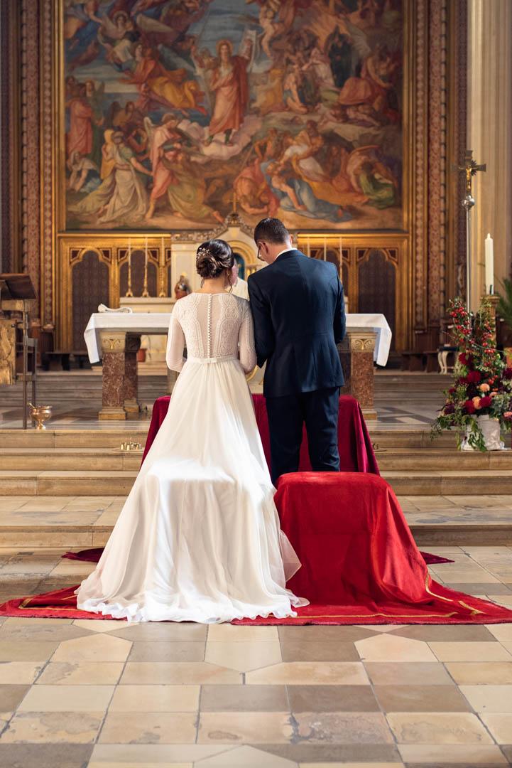 Hochzeitsfoto am Altar Ludwigskirche München