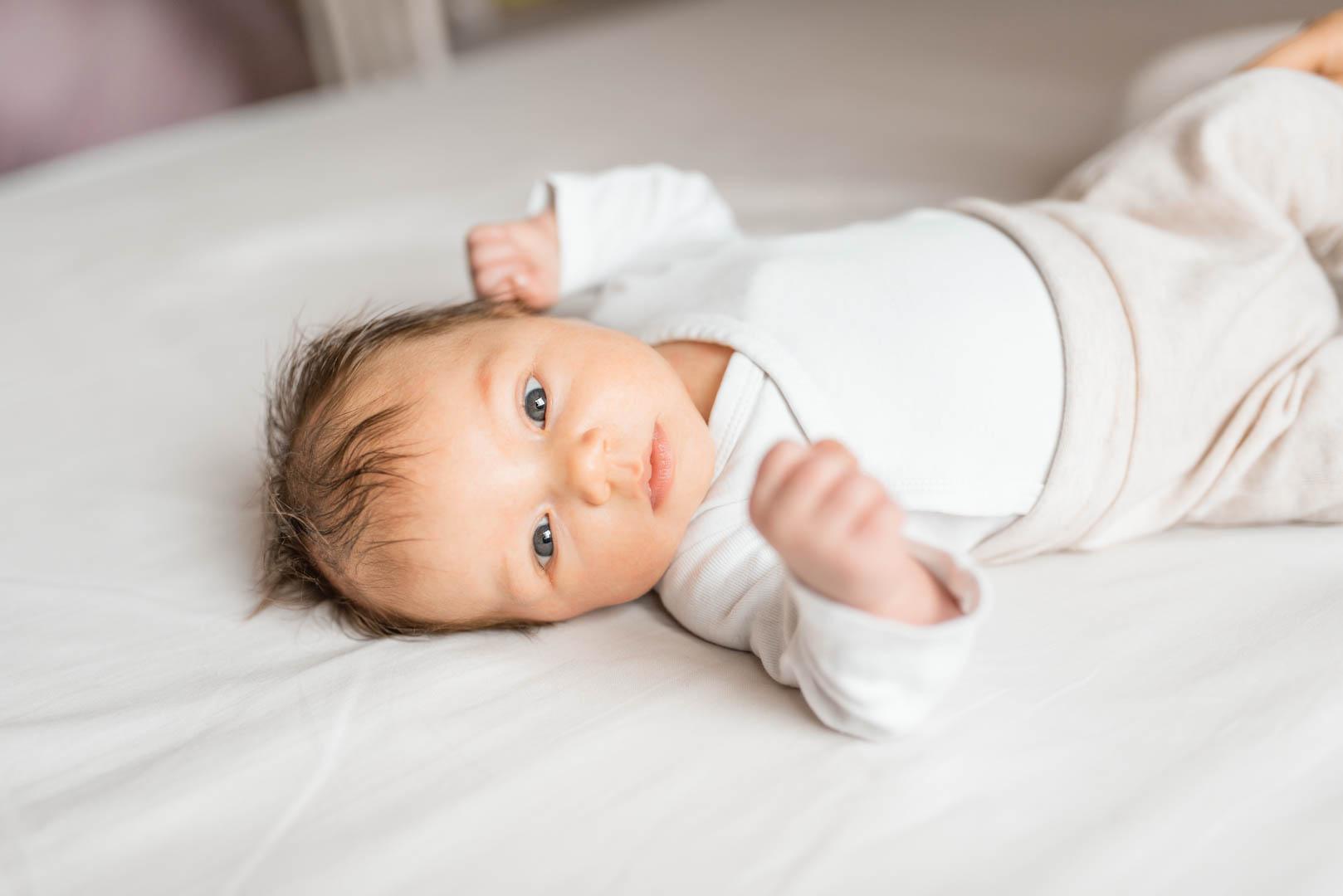 Portrait Baby 4 Wochen alt
