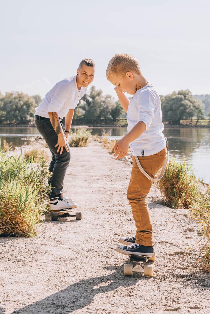 Familienfotografie beim Skateboardfahren