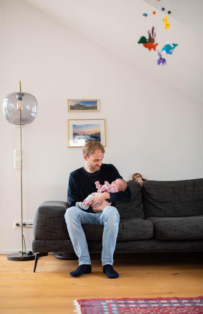 Homestory Familienfotografie Papa und Baby